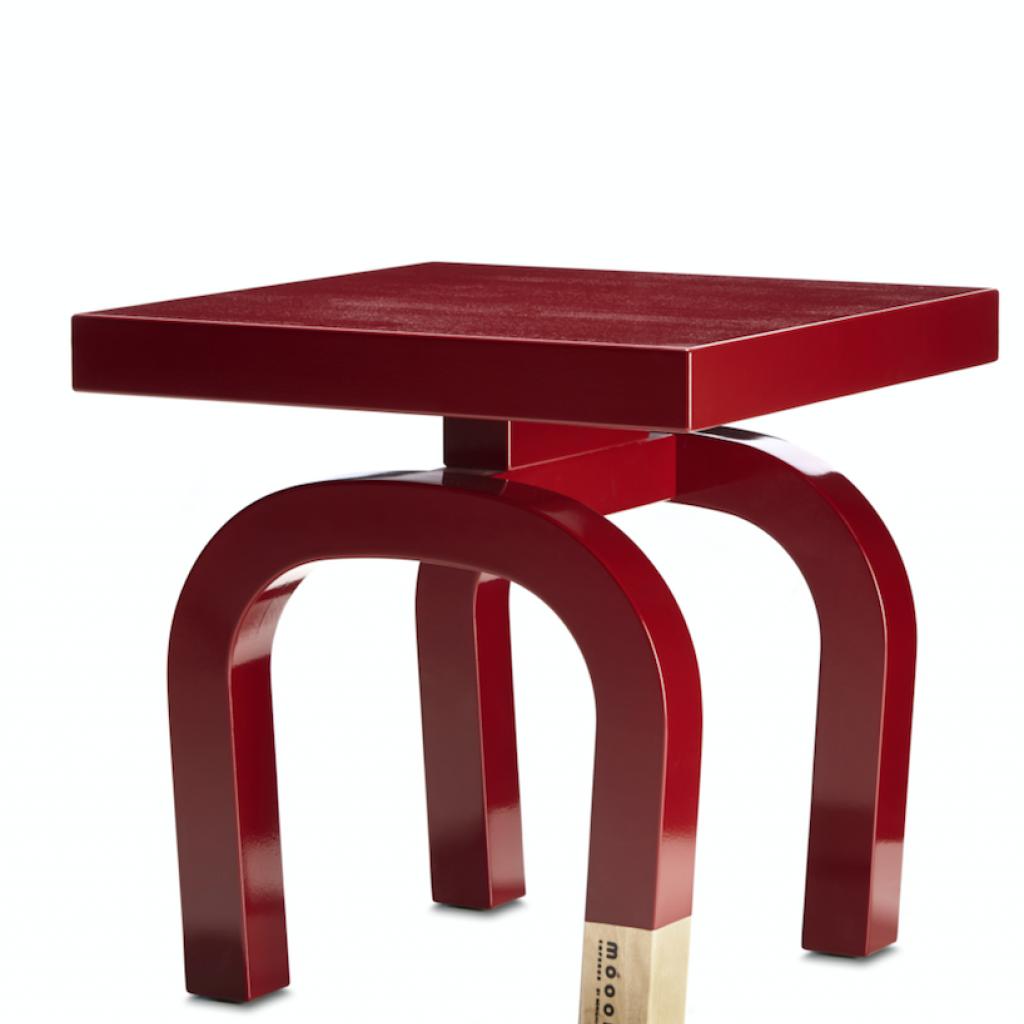 """Tabouret et table basse multifonction déclinée en 6 formes à combiner. En bouleau massif laqué rouge chinois. Création Neri &amp; Hupour Moooi,L x P x H 40 cm, 378 €, l'unité. <a href=""""http://www.moooi.com"""">www.moooi.com</a>"""