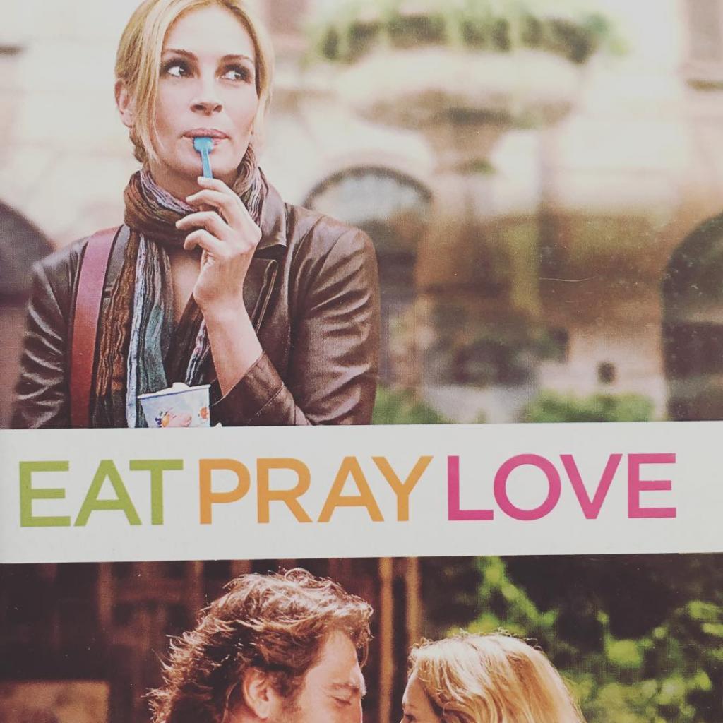 Julia Roberts, c'est lagarantie d'un film sympa. L'actrice joue le rôle de Liz Gilbert, une femme qui en apparence à tout pour être heureuse mais qui pourtantcherche un sens à sa vie. On voyageen Italie pour manger, en Inde pour prier et à Bali pour apprendre à s'aimer. Un pur film «feel good»!