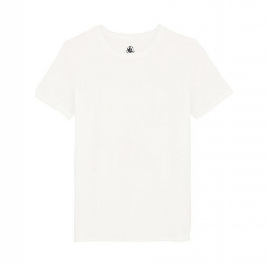 """T-shirt Sea Island 100 % coton, Petit Bateau, 79,99 €, à shopper <em><a href=""""https://www.petit-bateau.be/fr/femme/t-shirt-et-debardeur/t-shirt-d-exception-sea-island/tee-shirt-coton-sea-island-femme-marshmallow/5637601.html#start=37&amp;sz=36"""" target=""""_blank"""">ici.</a></em>"""