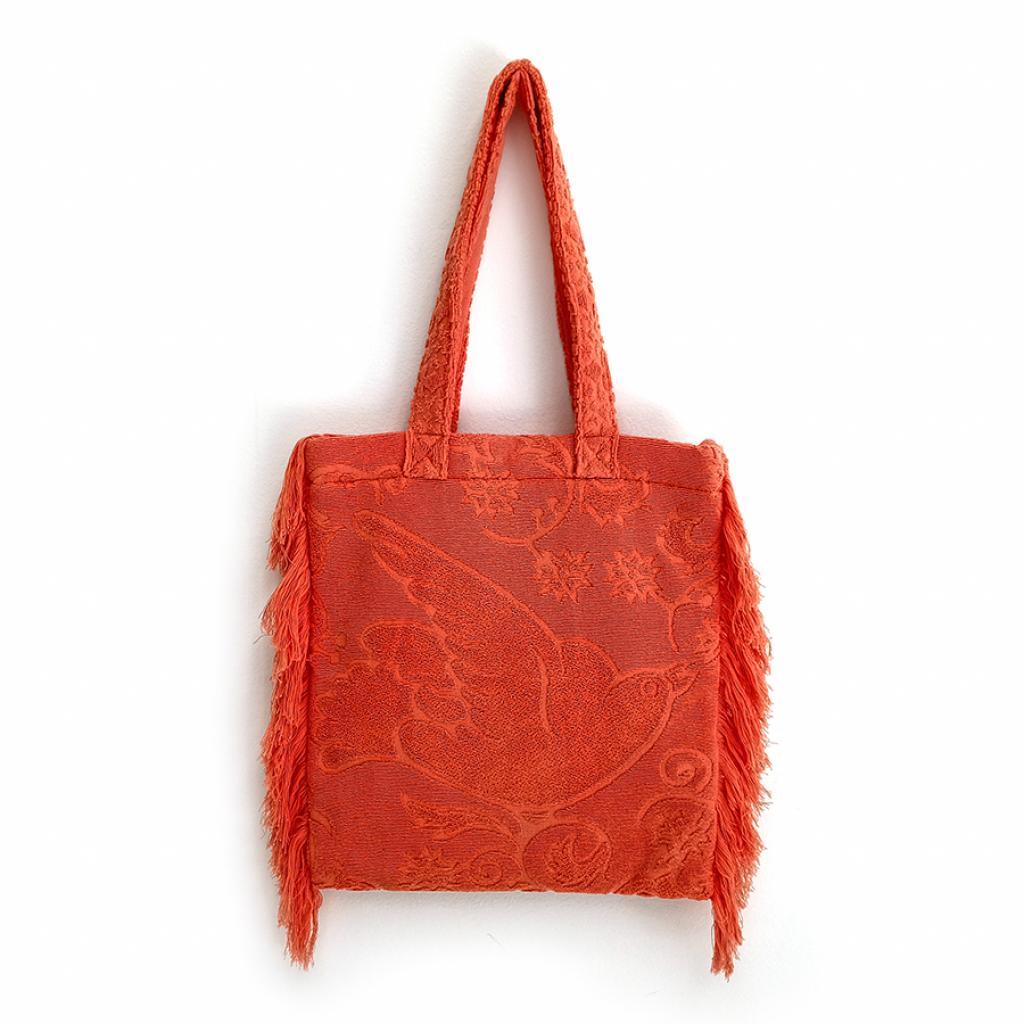 """Tendance de l'été, le tote bag bohème en coton éponge à franges, 95 € sur <a href=""""http://shoplalla.com"""" target=""""_blank"""">shoplalla.com</a>"""