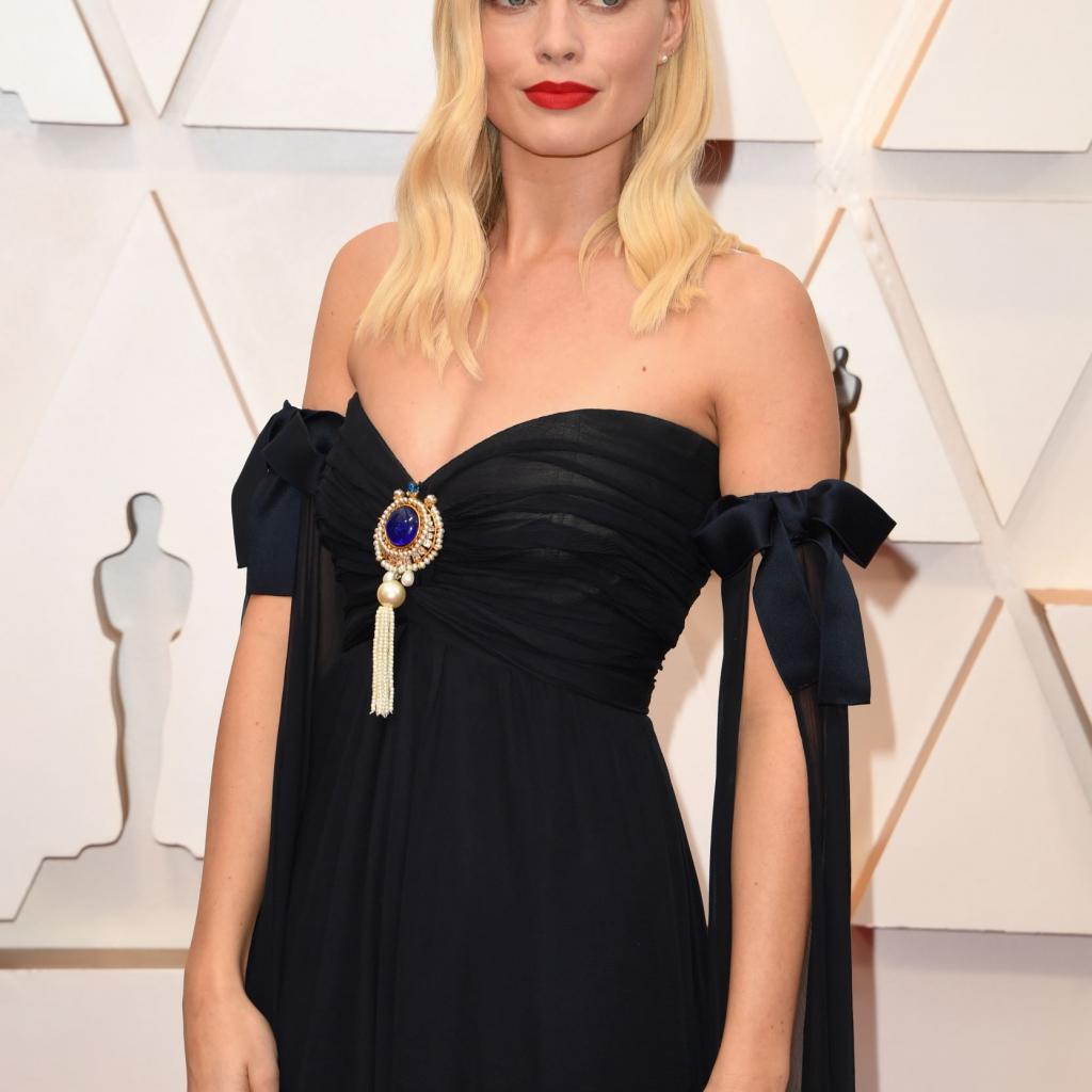 Margot Robbie portait une robe Chanel Couture Vintage.