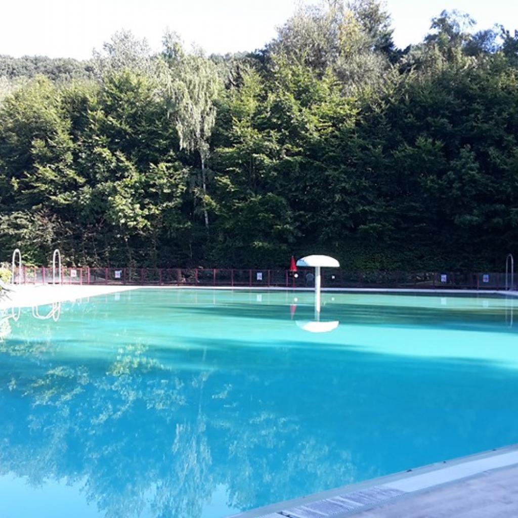 """Un vaste parc de loisirs boisé, où l'on peut se promener, pêcher, pique-niquer… et nager. Le domaine compte en effet une piscine extérieure, ouverte jusqu'au 31 août. Infos: <a href=""""http://www.boisdesreves.be"""">www.boisdesreves.be</a>"""
