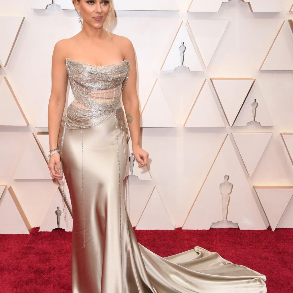 Scarlett Johansson brillait de mille feux dans sa robe Oscar de la Renta.