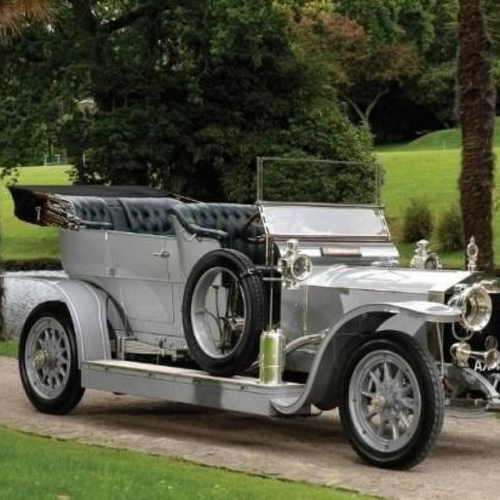 Le Roi Léopold II possédait uneRolls-Royce Silver Ghost, considérée alors comme la meilleure voiture au monde !