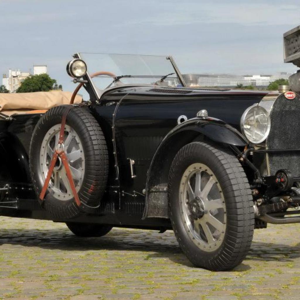 Léopold III vouait un véritable amour envers les belles mécaniques, la preuve avec cette Bugatti Type 43. Il possédait d'ailleurstrois exemplaires du modèle !
