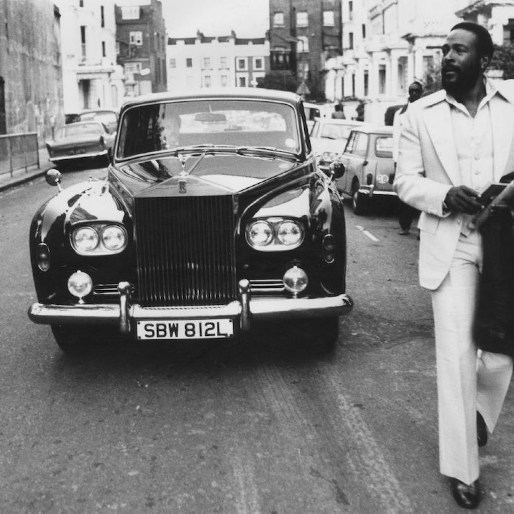 À coté de Marvin une Rolls Royce de 1970 qui lui a appartenu. La photo a été prise à Nothing Hill à Londres en 1976.Photo : John Minihan / Evening Standard / Getty Images