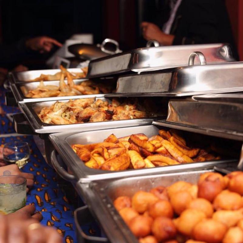 Il est tenu par ma sœur de cœur. C'est un restaurant africain avec guitare congolaise le vendredi soir et buffet à volonté. Comment faire aussi bon et aussi peu cher ? 37, rue de la Paix, 1050.