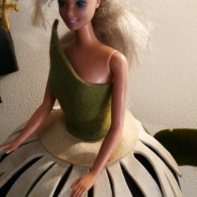 Une Barbie vintage chinée par ce grand garçon qui continue à vénérer tout ce qui touche au monde de l'enfance.