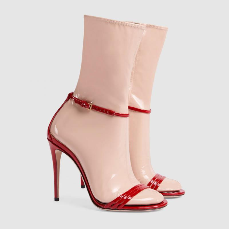 Ces sandales avec chaussettes en latex à 980 euros chez Gucci. Vraiment décalé surtout si vous êtes métisse !