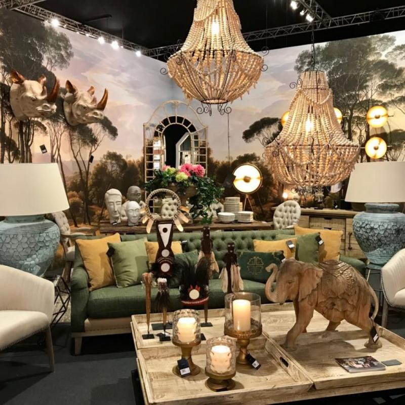 Cet intérieur compile plusieurs tendances majeures du salon, dont celle de mettre en scène des animaux en voie d'extinction comme le rhinocéros et l'éléphant.