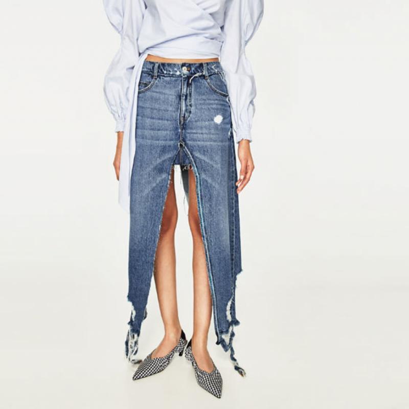 Cette jupe-pantalon en jean à fentes à 46 euros chez Zara. Quand tu hésites entre une jupe et un pantalon...