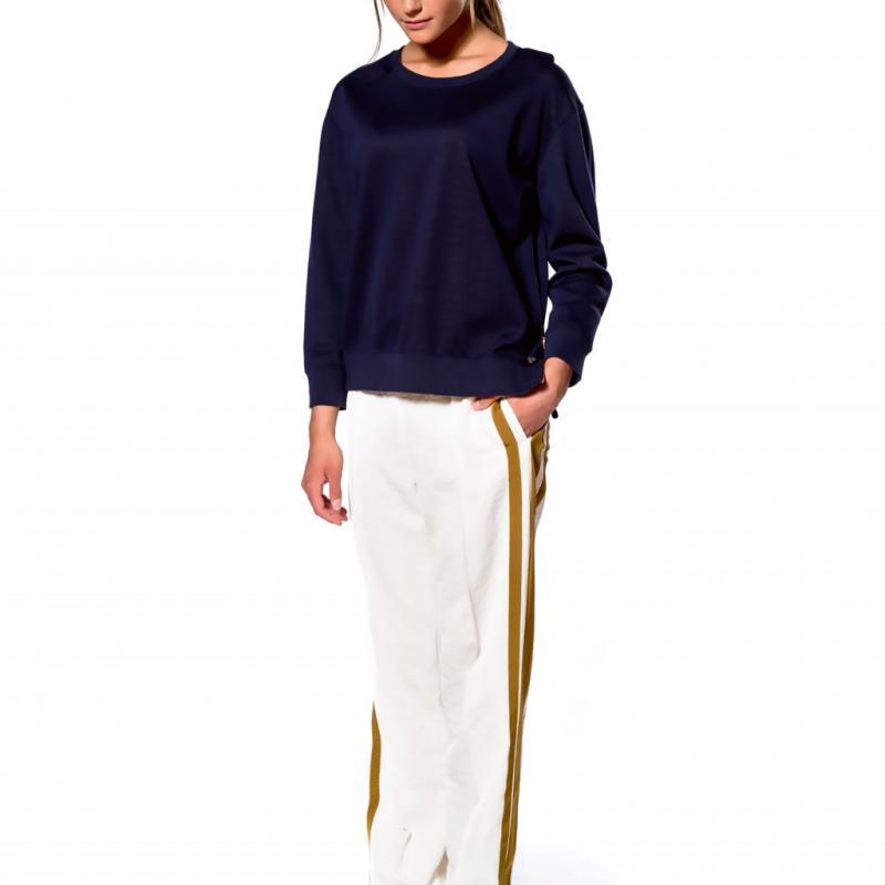 <strong>Pantalon et sweatshirt en coton,</strong> <em>Bellerose,</em> 159 euros et 139 euros.