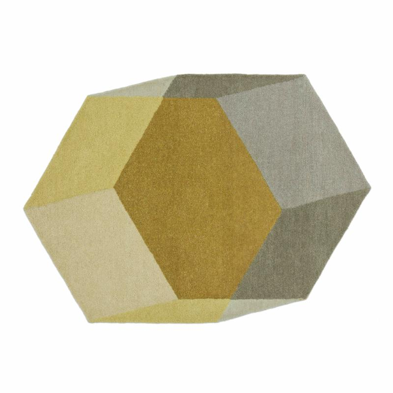 """Un format atypique pour un effet de mouvement et de profondeur sur vos sols. IsoHexagon en laine. Création Ontwerpduo pour Puik. 699,95€ pour le format 200 x 142 cm.<a href=""""http://www.ontwerpduo.nl"""">www.ontwerpduo.nl</a>"""