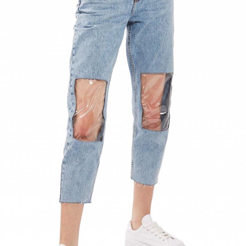 Ce jean avec « fenêtres » sur les genoux à 89 euros chez Topshop. Mais pourquoi mettre encore un pantalon ?
