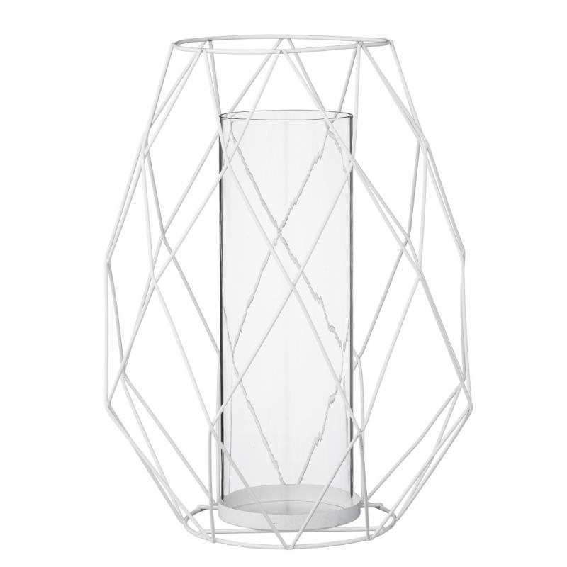 """Lanterne en métal (hauteur: 55cm), 53€. Bloomingville. <a href=""""http://www.bloomingville.com"""">www.bloomingville.com</a>."""