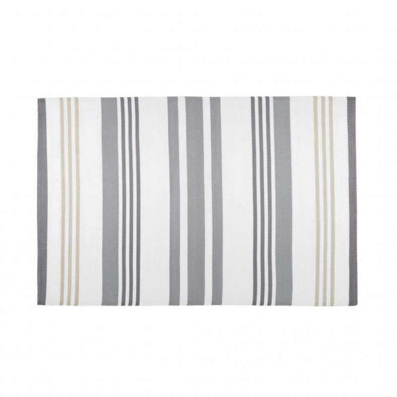 """Rivage, tapis d'extérieur en polypropylène (120 x 180&nbsp;cm), 39,90&nbsp;€. Maisons du Monde. <a href=""""http://www.maisonsdumonde.com"""">www.maisonsdumonde.com</a>."""