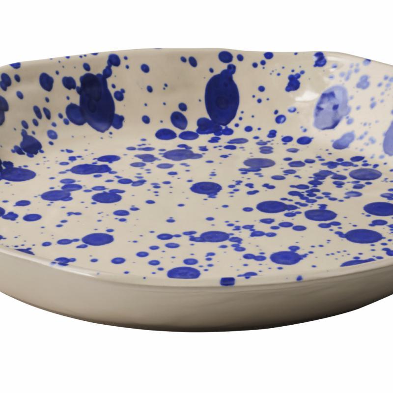 """Jassa, assiette en grès (diamètre: 35cm), 9,99€. Ikea. <a href=""""http://www.ikea.com/be/fr"""">www.ikea.com/be/fr</a>."""