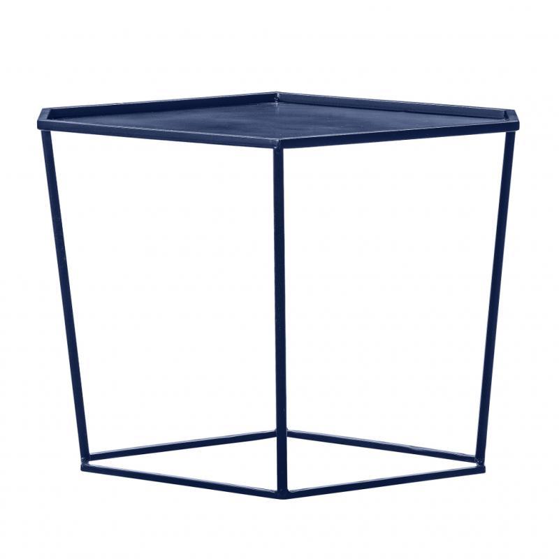 """Geo, table d'appoint en métal (65 x 49 x 46cm), 289€. Bloomingville. <a href=""""http://www.bloomingville.com"""">www.bloomingville.com</a>"""