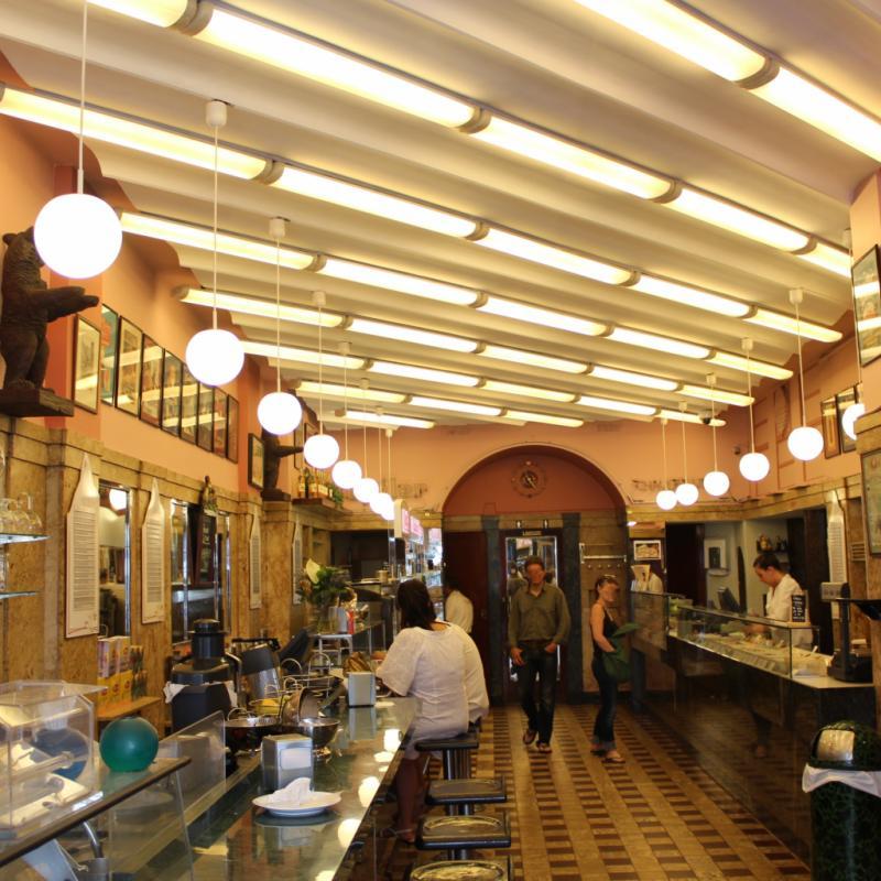 """Quand je suis à Paris, je rêve de leurs sandwichs !<br />73 boulevard Anspach et 2 rue des Quatres-Bras, 1000. <a href=""""http://www.ausuisse.be"""">www.ausuisse.be</a>"""