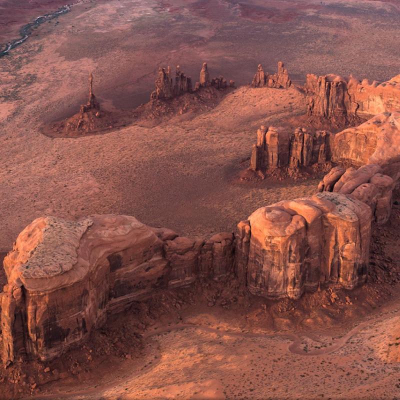 Ce cliché aérien a été pris à partir d'un tricycle ULM à Monument Valley, UT. PHOTOGRAPHIE DE STAS BARTNIKAS.