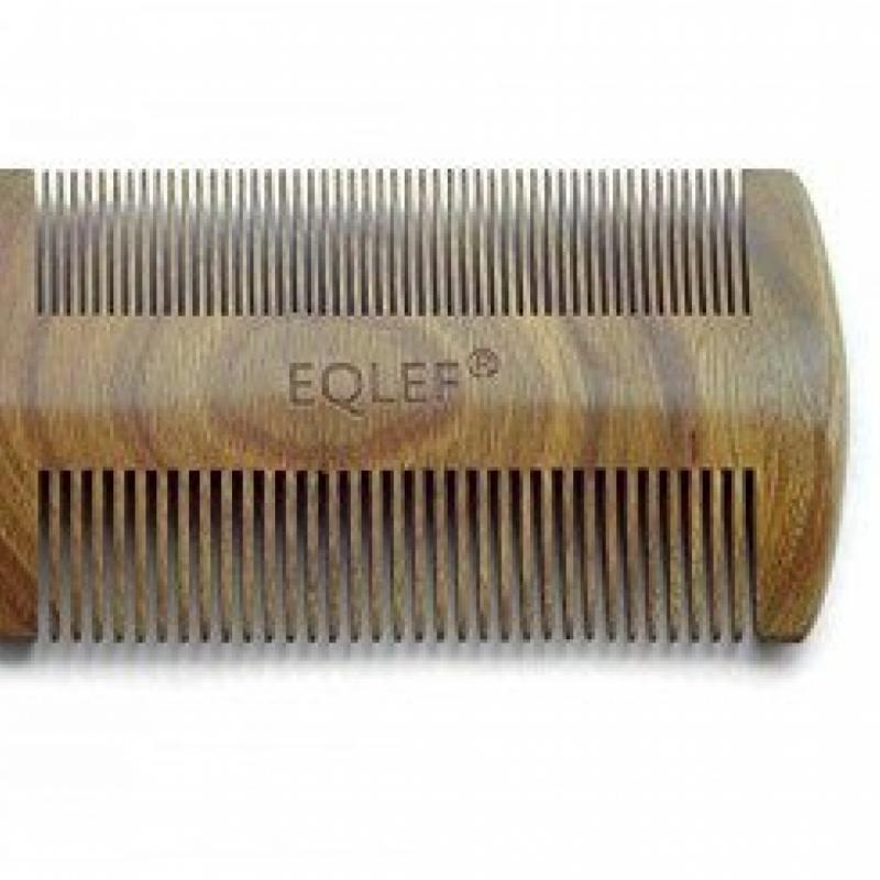 Ce peigne à double face présente un côté normal et un côté fin. Facile et pratique à utiliser, il permet de lisser parfaitement vos poils.