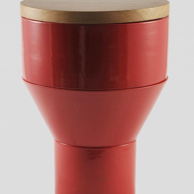 """Composé de trois modules en céramique émaillée à empilés. Décliné en 9 couleurs et surmonté d'une galette en bois massif, céramique ou marbre. Modèle Gatc, Ø 35 x H 45cm. Création Camille Flammarion pour Normandy Ceramics, 669 € et 693 €. <a href=""""http://www.normandy-ceramics.com"""">www.normandy-ceramics.com</a>"""