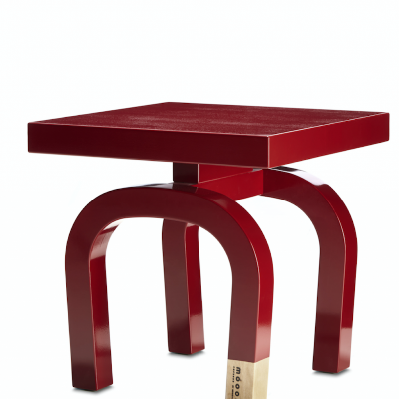 """Tabouret et table basse multifonction déclinée en 6 formes à combiner. En bouleau massif laqué rouge chinois. Création Neri & Hupour Moooi,L x P x H 40 cm, 378 €, l'unité. <a href=""""http://www.moooi.com"""">www.moooi.com</a>"""