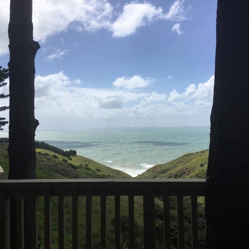 A seulement 4 kilomètres de la magnifique baie des baleines, cette cabane dans les bois saura à coup sûr, vous déconnecter du monde extérieur et vous aider à recharger vos batteries avec votre bien-aimé(e).