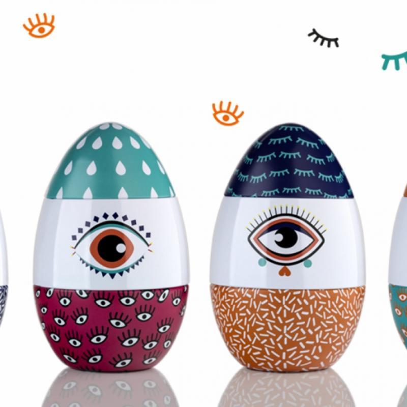 """Du bleu profond au turquoise, de l'orange au rouge framboise, les motifs sont éclatants, allègres et pimpants ; les Eggs respirent, annoncent le Printemps ! <a href=""""http://www.galler.com"""">www.galler.com</a>"""