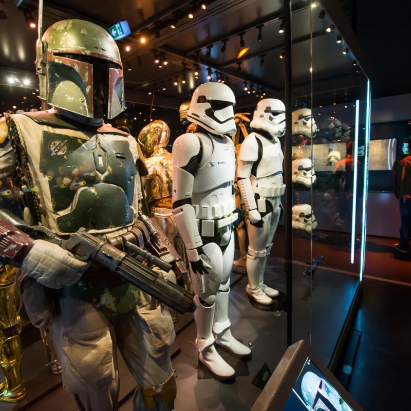 """L'occasion d'explorer 200 costumes et accessoires parmi lesquels : la marionnette de Yoda, les costumes et accessoires de Chewbacca, de Boba Fett, de la princesse Leia, des Stormtroopers et de Darth Vader. Cerise sur le gâteau ? Des douzaines d'objets y sont présentés pour la toute première fois. Jusqu'au 2 septembre 2018 au Palais 2 à Bruxelles. <a href=""""http://www.starwarsidentities.be"""">www.starwarsidentities.be</a>"""