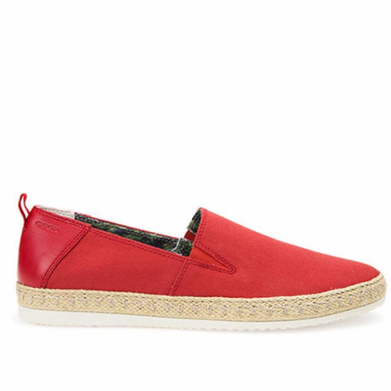 La paire d'espadrilles, parce que c'est la chaussure cool et trendy de l'été.Espadrilles <em>Copacabana</em>, Geox, 85€