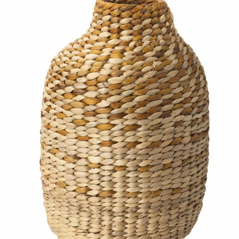 "Jassa, vase décoratif en jacinthe d'eau (hauteur: 45cm), 24,99€. Ikea. <a href=""http://www.ikea.com/be"">www.ikea.com/be</a>."