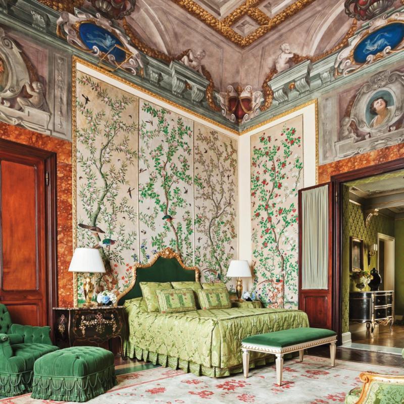 """Un hôtel cinq étoiles, situé au cœur du joyau de la Renaissance qu'est Florence. Le lieu est doté d'un jardin privé verdoyant de quatre hectares, ponctué de multiples statues, tandis que son architecture rococo lui confère une ambiance hors du temps.<br />À partir de 375€ la nuit en chambre double.<a href=""""http://www.fourseasons.com/florence"""" target=""""_blank"""">www.fourseasons.com/florence</a>"""