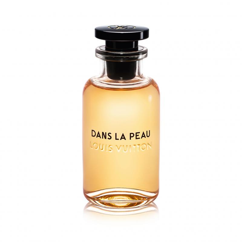 Jacques Cavallier a conçu pour Louis Vuitton une ligne de parfums intenses liés au monde du voyage. Notre favori: cette infusion de cuir à laquelle sont associés des accents d'abricot, du jasmin de Grasse et de Chine, du magnolia, du narcisse, et des muscs poudrés. Un voyage magnifi que.