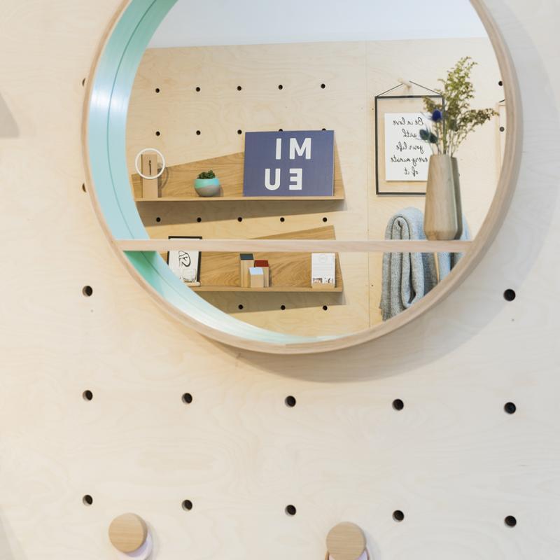 Miroir console, Drugeot Labo, 720€, coloris au choix.
