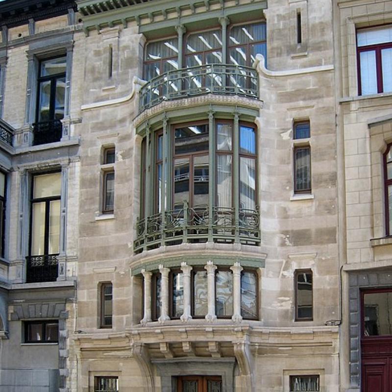 Situé à deux pas de l'Avenue Louise, dans la rue Paul-Emile Janson, cette maison fut l'une des premières constructions de l'architecte Victor Horta et la première synthèse mondiale de l'Art nouveau en architecture.