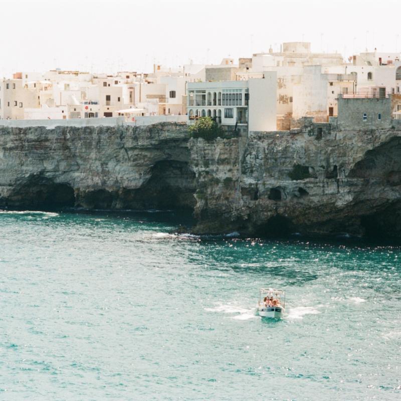 Pour son architecture baroque, ses plages Adriatique au talon de l'Italie.