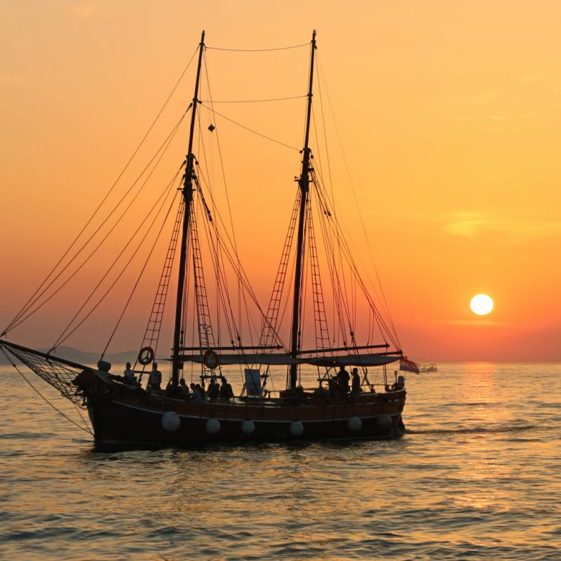 Pour ses couchers de soleil incomparables, ses îles reculées et l'unique orgue marin du monde qu'elle abrite.
