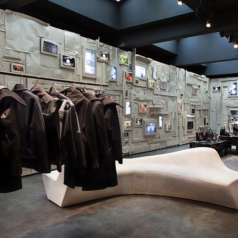 """Une sorte de grand concept-store où on trouve quantité de stylistes, et notamment les Belges.<br />40, rue de Sévigné, 75003. <a href=""""http://www.leclaireur.com"""">www.leclaireur.com</a>"""