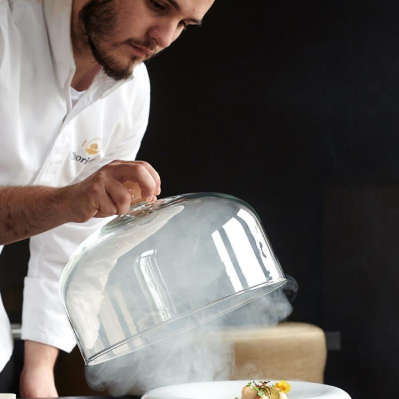 """Avec un menu-surprise à l'aveugle qui fait la part belle au végétarien. La maison travaille avec des petits producteurs locaux. A découvrir sur <a href=""""http://www.restaurantlhorizon.com"""">www.restaurantlhorizon.com</a>"""