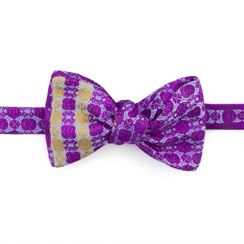 Les tissus en soie et cachemire de Brendan Joseph sont uniques, inspirés par des paysages, des ambiances… et métamorphosés en écharpes, cravates ou nœud papillon colorés.
