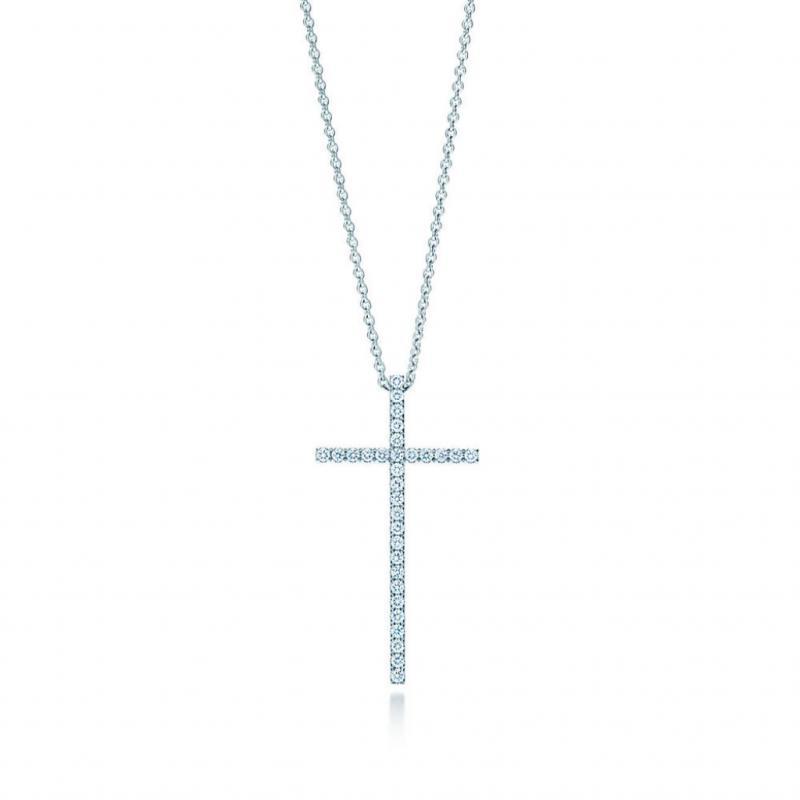 Le précieux monacal. Collier avec pendentif en or blanc et diamants, Tiffany, 2300€.