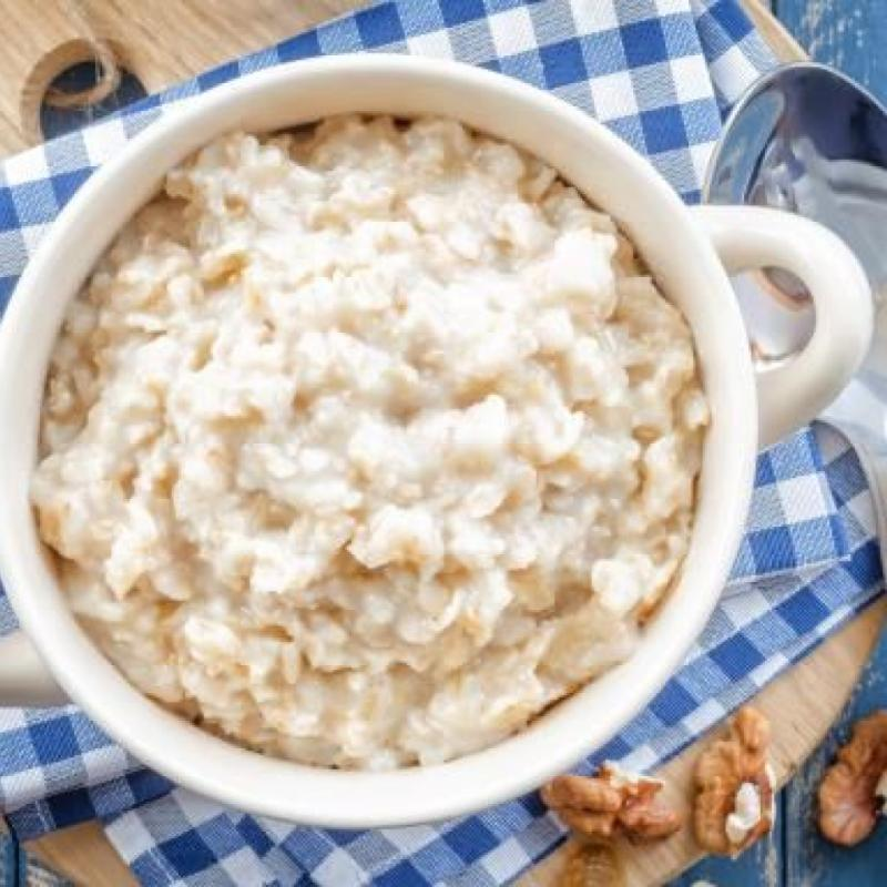 Petit déjeuner: Porridge au miel ou au sirop d'érable, quelques noix, un fruit, une tasse de thé ou de café au lait. Dîner: une cuisse de poulet rôti avec pommes de terre rôties, haricots, pois, carottes et choux; yaourt grec nature avec une compote de baies et du sirop d'érable / miel. Souper : spaghetti au chou frisé, à la tomate et au citron avec parmesan râpé. Snack: Guacamole avec des crackers.