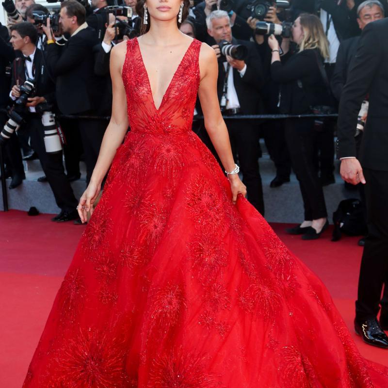 Accompagné par le joaillier, Fawaz Gruosi, l'Ange de Victoria's Secret est apparue dans une robe flamboyante du créateur Zuhair Murad et parée de bijoux signés De Grisogono. © Reporters.