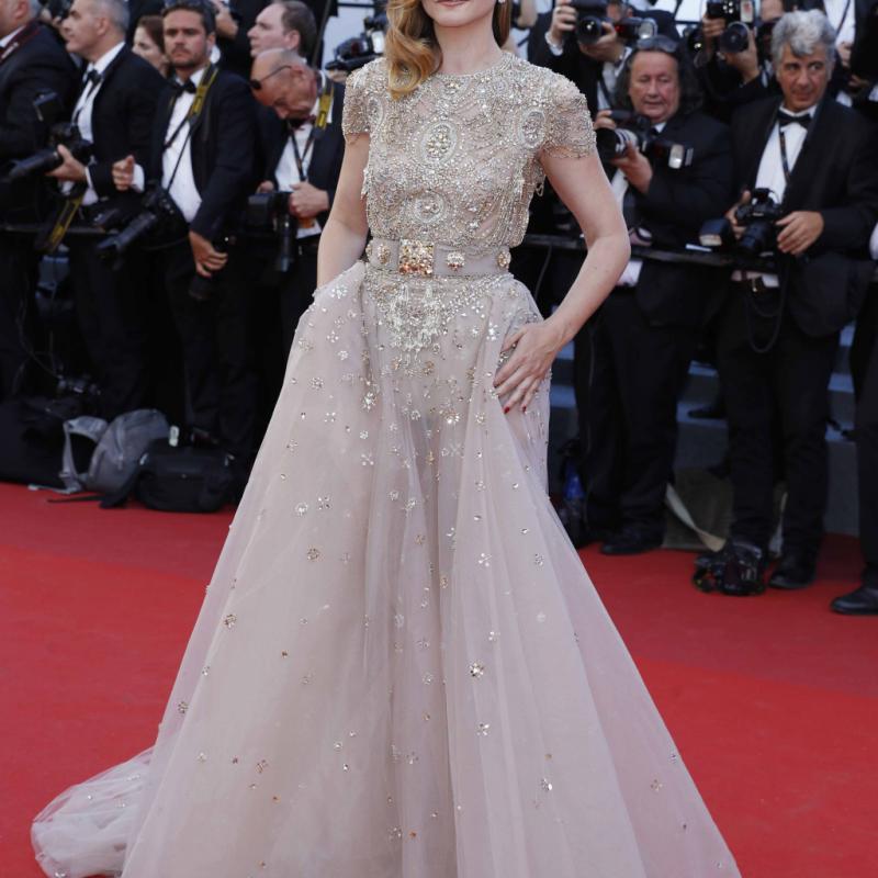 La princesse de Savoie était on ne peut plus ravissante dans sa robe dorée et perlée du créateur libanais, Elie Saab. Digne de son rang. © Reporters.