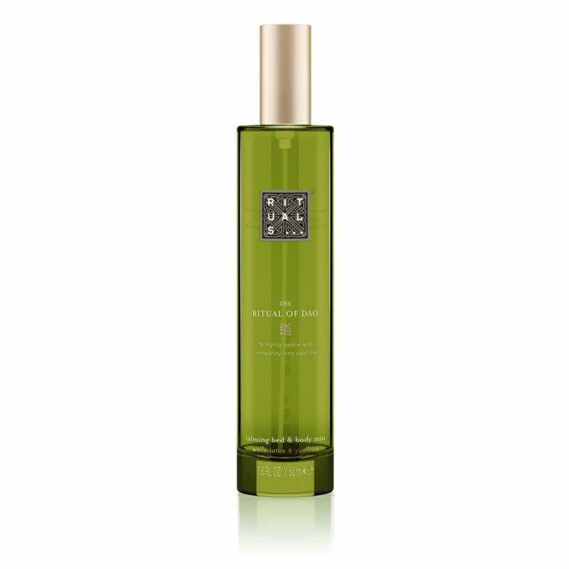 Parce qu'un parfum mixte ne doit pas toujours se porter à même la peau, une eau de linge est aussi l'occasion de partager une fragrance avec l'autre. Un nuage frais et poudré au lotus blanc à vaporiser sur l'oreiller.