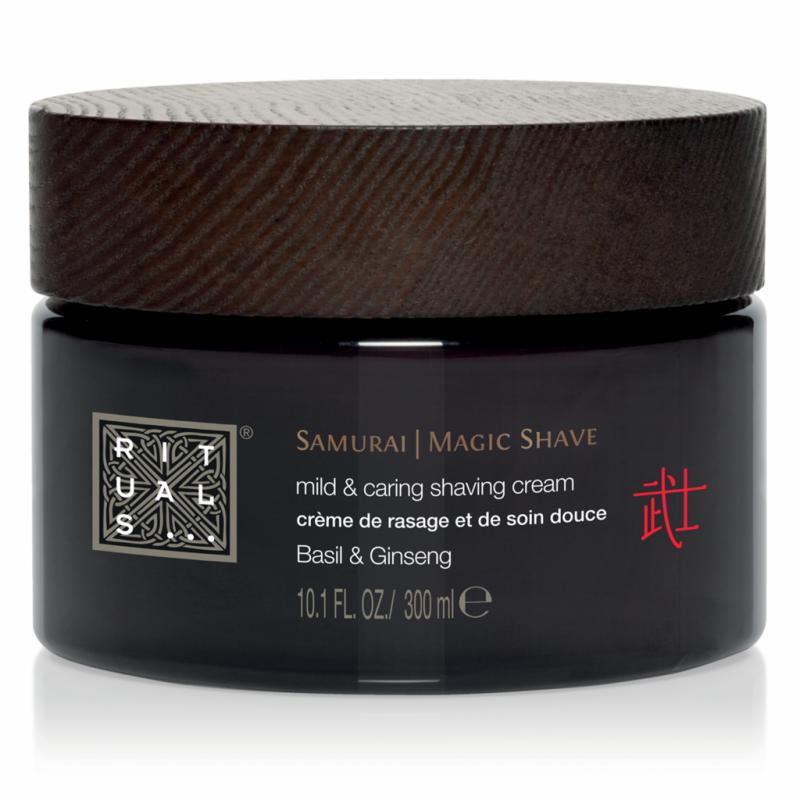 Enrichie en Ginseng et Basilic, la Crème de rasage et de soin douce de la ligne Urban Samurai de Rituals assure un résultat impeccable tout en apaisant et hydratant l'épiderme. 19,50 €