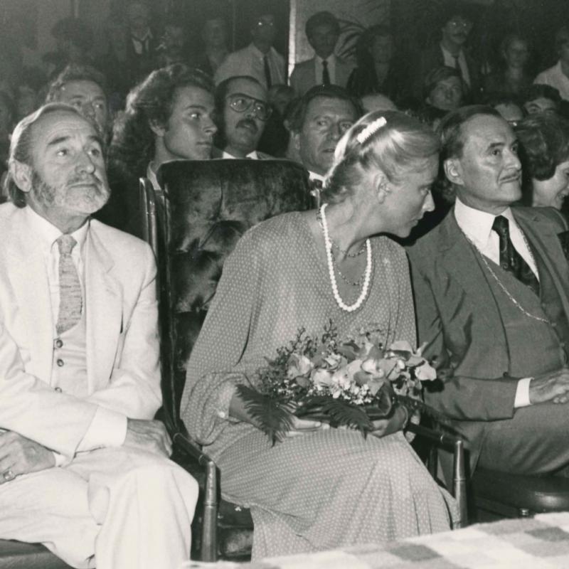 Paola ici aux côtés de Monsieur Roger, lors d'une soirée donnée par le salon.