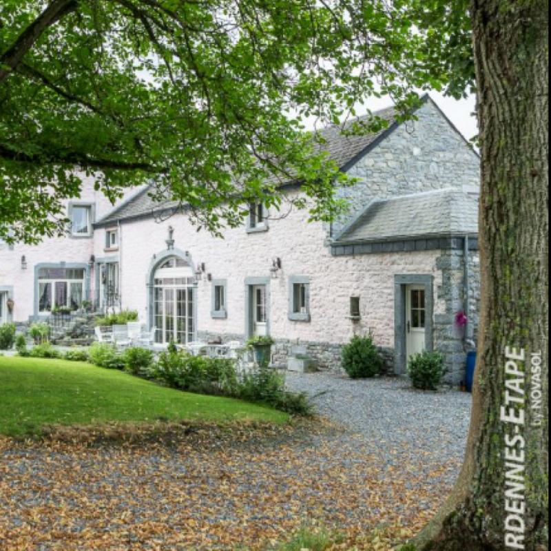 """Entre amis ou en famille, a proximite de Rochefort cette maison de charme ou terrasse privee avec barbecue, jeux exterieurs et jardin sont a votre disposition pour vous offrir un espace ideal pour 6.<br />Retrouvez cette maison ici: <a href=""""http://bit.ly/2MXgVC0"""">http://bit.ly/2MXgVC0</a>"""