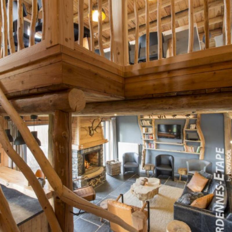 """ce somptueux chalet 4.5 etoiles pour 24 personnes a Houffalize. Equipe de tout le confort necessaire pour un sejour inoubliable, hammam et sauna inclus, son ambiance unique vous enchantera. Retrouvez cette maison ici: <a href=""""http://bit.ly/2mwnUIK"""">http://bit.ly/2mwnUIK</a>"""